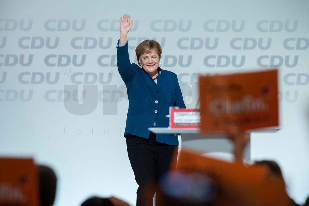 07 DEC 2018, HAMBURG/GERMANY:<br /> Angela Merkel, CDU, Bundeskanzlerin, nach Ihrer letzten Rede als Parteivorsitzende, CDU Bundesparteitag, Messe Hamburg<br /> IMAGE: 20181207-01-048<br /> KEYWORDS: party congress, Appluas, applaudiren, klatschen, Jubel