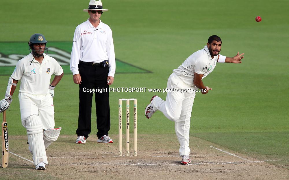 Jeetan Patel bowling as Imrul Kayes and umpire Rod Tucker look on.<br />Day 4. Test match cricket. One off test.<br />New Zealand Black Caps versus Bangladesh.<br />Seddon Park, Hamilton, New Zealand.<br />Thursday 18 February 2010.<br />Photo: Andrew Cornaga/PHOTOSPORT