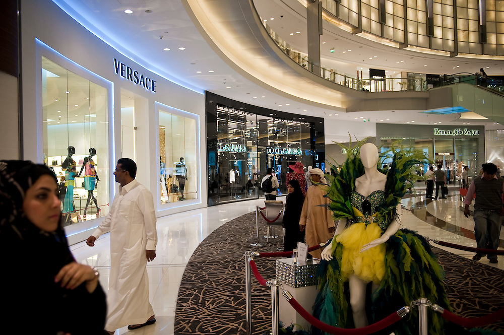 Dubai Mall, Dubai, UAE on Friday, February 12, 2010. Archive of images of Dubai by Dubai photographer Siddharth Siva