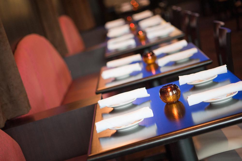 table settings, restaurant