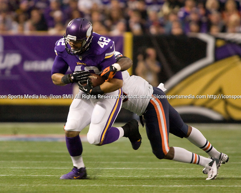 Dec 1, 2013; Minneapolis, MN, USA;  Minnesota Vikings Fullback Jerome Felton (42) [9161] makes a one-handed catch for 5 yards in the fourth quarter against the Chicago Bears at Mall of America Field.  The Vikings defeated the Bears 23-30 in overtime.