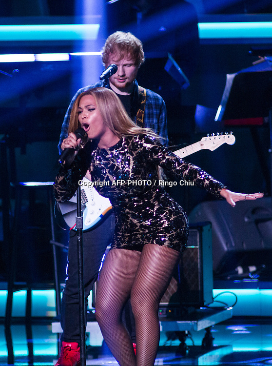 Ed Sheeran, back, and Beyonce perform during a concert, Stevie Wonder: Songs In The Key Of Life - An All-Star GRAMMY Salute, at Nokia Theatre L.A. Live on February 10, 2015 in Los Angeles, California. AFP PHOTO / Ringo Chiu