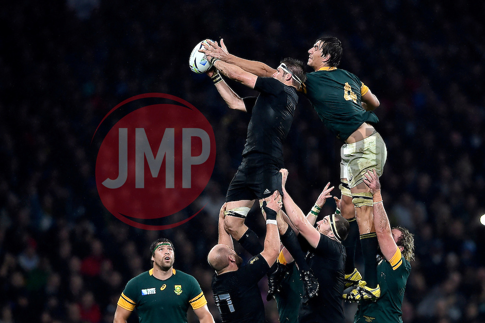 Richie McCaw of New Zealand competes with Eben Etzebeth of South Africa for the ball at a lineout - Mandatory byline: Patrick Khachfe/JMP - 07966 386802 - 24/10/2015 - RUGBY UNION - Twickenham Stadium - London, England - South Africa v New Zealand - Rugby World Cup 2015 Semi Final.