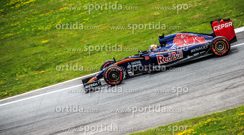 19.06.2015, Red Bull Ring, Spielberg, AUT, FIA, Formel 1, Grosser Preis von Österreich, Training, im Bild Carlos Sainz jr., (ESP, Scuderia Toro Rosso) // during the Practice of the Austrian Formula One Grand Prix at the Red Bull Ring in Spielberg, Austria, 2015/06/19, EXPA Pictures © 2015, PhotoCredit: EXPA/ Dominik Angerer
