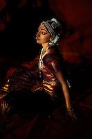 Inde, etat du Tamil Nadu, Mamallapuram ou Mahabalipuram, festival de danse traditionnelle indienne, danseuse // India, Tamil Nadu, Mamallapuram or Mahabalipuram, indian traditional dance festival