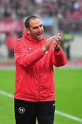 12.08.2016, Grundig Stadion, Nuernberg, GER, 2. FBL, 1. FC Nuernberg vs 1. FC Heidenheim, 2. Runde, im Bild Trainer Frank Schmidt (1. FC Heidenheim) gibt seinem Team Anweisunge von der Seitenlinie. // during the 2nd German Bundesliga 2nd round match between 1. FC Nuernberg and 1. FC Heidenheim at the Grundig Stadion in Nuernberg, Germany on 2016/08/12. EXPA Pictures © 2016, PhotoCredit: EXPA/ Eibner-Pressefoto/ Merz<br /> <br /> *****ATTENTION - OUT of GER*****