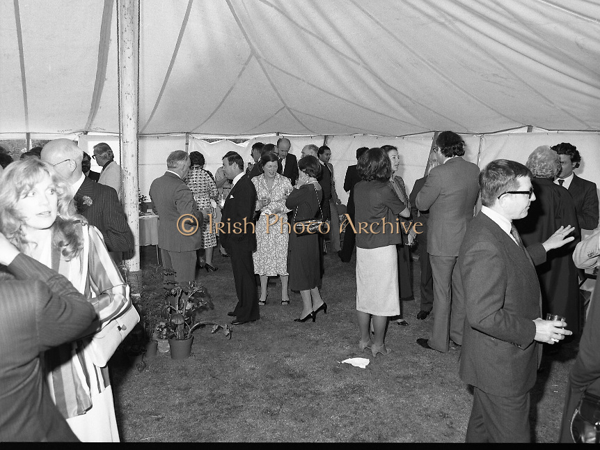 Guests and staff at the US Embassy in Phoenix Park, Dublin, celebrate American Independence Day..1980-07-04.4th July 1980.04/07/1980.07-04-80..Photographed at the US Ambassador's Residence,  Phoenix Park...Guests mingle in the marquee during festivities.