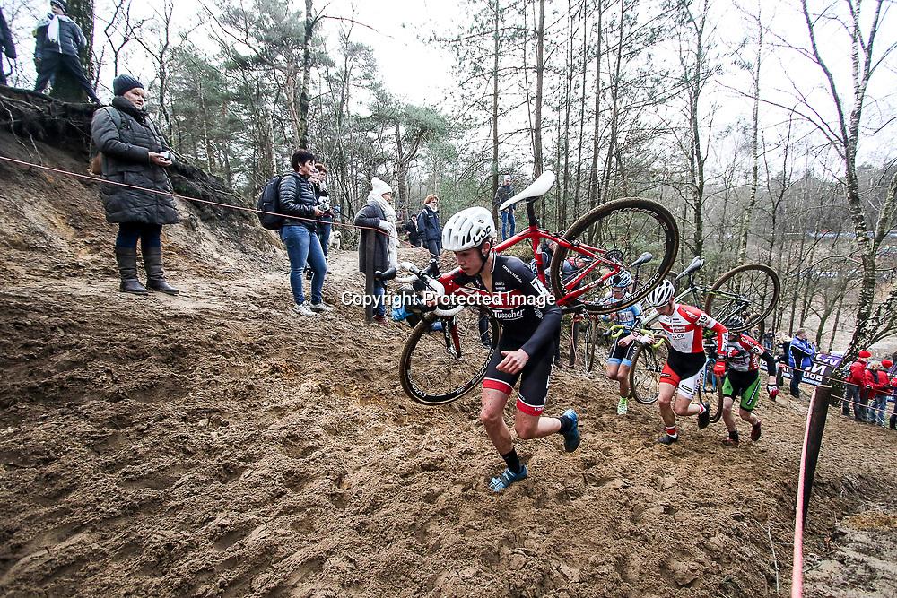09-01-2016: Wielrennen: NK Veldrijden: Hellendoorn<br />HELLENDOORN (NED) veldrijden<br />Op de flanken van de Sallandse Heuvelrug streden de veldrijders om de Nederlandse titel. <br />Milan Ziemerink (Glane) reed een sterke wedstrijd