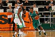 DESCRIZIONE : Avellino Lega A 2011-12 Sidigas Avellino Benetton Treviso<br /> GIOCATORE : Jeff Adrien<br /> SQUADRA : Benetton Treviso<br /> EVENTO : Campionato Lega A 2011-2012<br /> GARA : Sidigas Avellino Benetton Treviso<br /> DATA : 22/10/2011<br /> CATEGORIA : palleggio<br /> SPORT : Pallacanestro<br /> AUTORE : Agenzia Ciamillo-Castoria/A.De Lise<br /> Galleria : Lega Basket A 2011-2012<br /> Fotonotizia : Avellino Lega A 2011-12 Sidigas Avellino Benetton Treviso<br /> Predefinita :