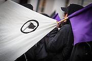 Frankfurt | 25 February 2017<br /> <br /> Am Samstag (25.02.2017) nahmen etwa 1000 Menschen in Frankfurt am Main an einer linksradikalen Demonstration unter dem Motto &quot;Make Racists Afraid Again&quot; Teil. Die Demo begann am S&uuml;dbahnhof in Frankfurt-Sachsenhausen und endete am Willy-Brandt-Platz. Organisiert wurde der Aufmarsch von dem B&uuml;ndnis &quot;Antifa United Frankfurt&quot;.<br /> Hier: Aktivist mit einem Transparent mit einem Logo &quot;Antifaschistische Aktion&quot; und einer kleinen violetten Fahne.<br /> <br /> photo &copy; peter-juelich.com