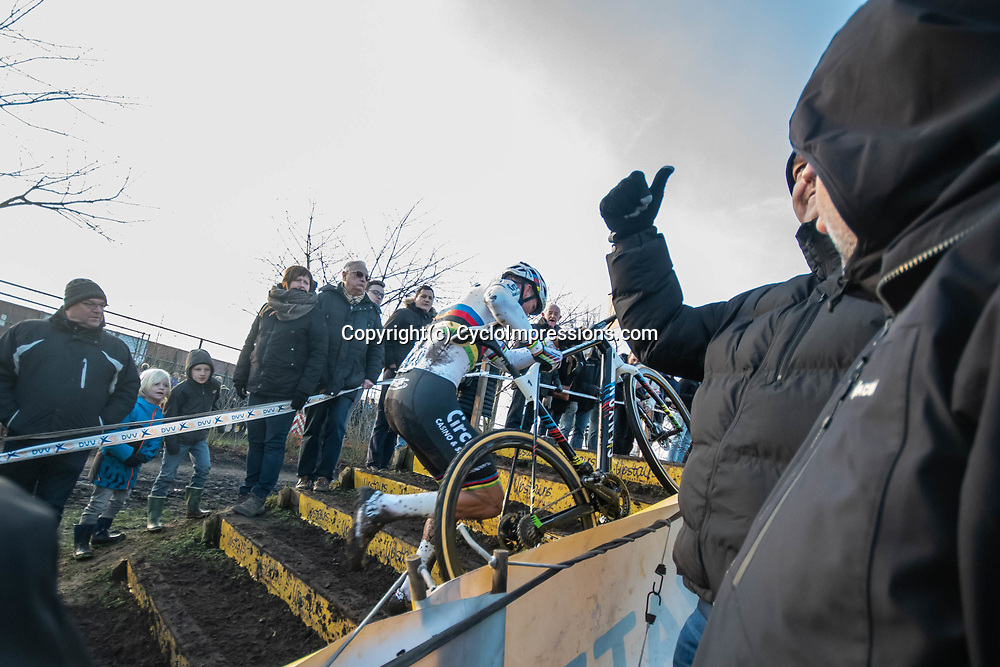 2019-12-27 Cycling: dvv verzekeringen trofee: Loenhout: Mathieu van der Poel working his way to the front