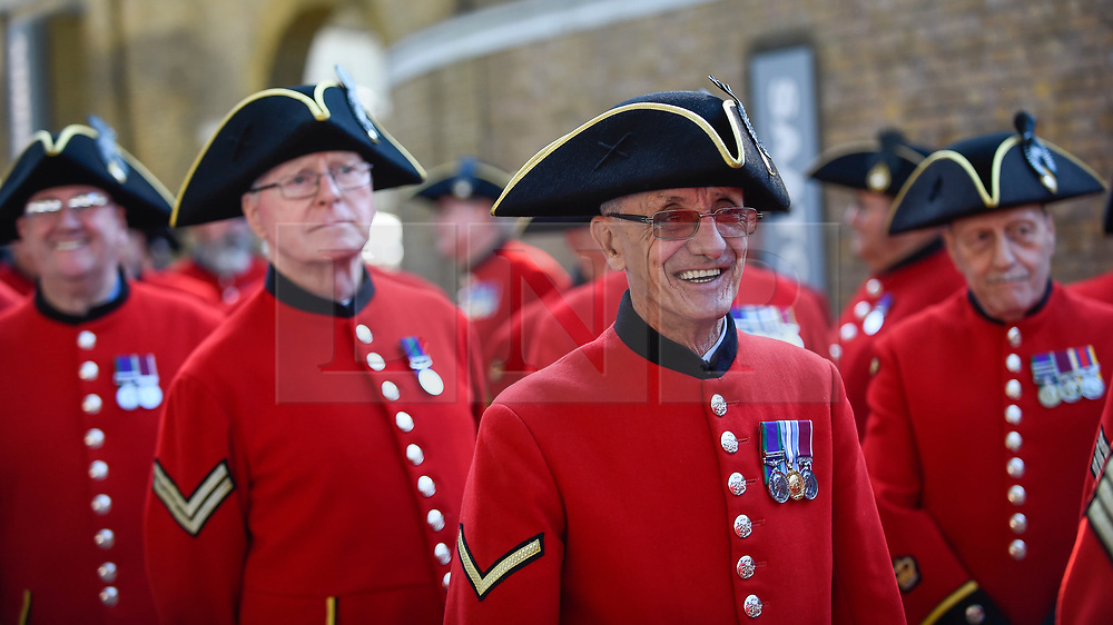 """© Licensed to London News Pictures. 01/09/2018. LONDON, UK.  Chelsea Pensioners and military representatives from London prepare to parade down the King's Road, in an event called """"London Remembers"""", to remember the actions of the London regiments who served in WWI.  Photo credit: Stephen Chung/LNP"""