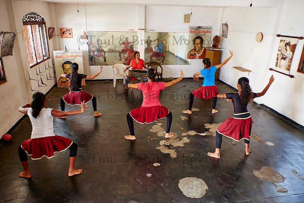 Sri Lanka, province du sud ouest, Ambalangoda, ecole de danse traditionnelle Kolama // Sri Lanka, South West Coast, Ambalangoda, Kolama traditional dance school