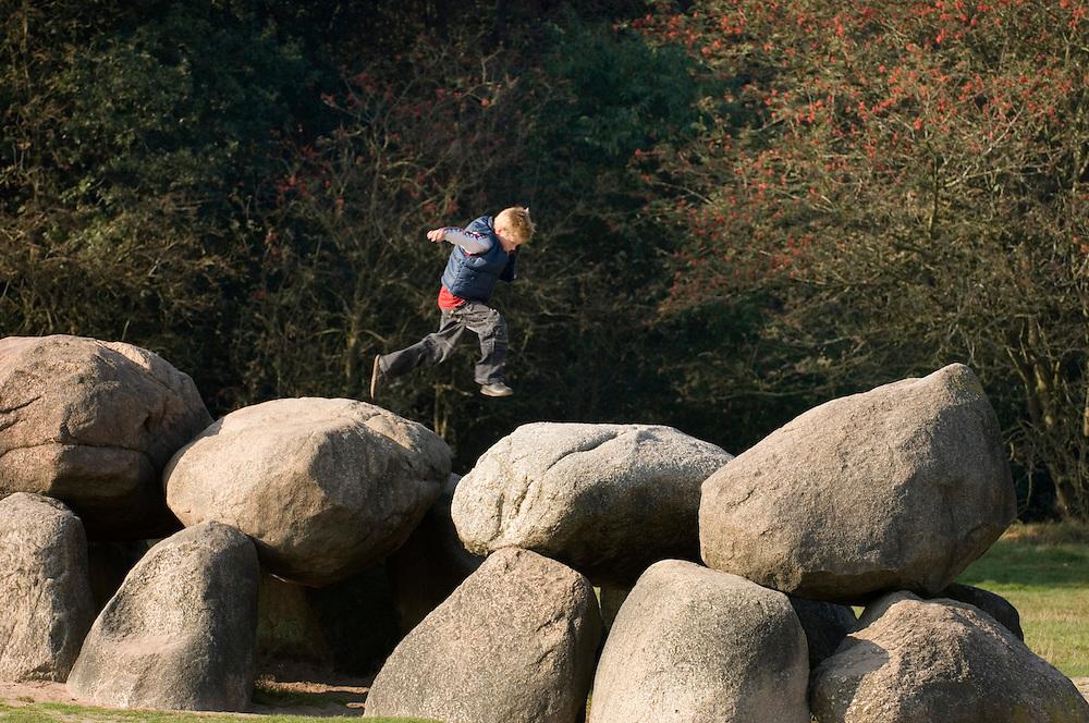 Nederland, Havelte, 11 okt 2006.(Voormalig) militair oefenterrein Havelte-oost..Terrein is of wordt afgestoten door Defensie en wordt natuurgebied...Foto: (c) Michiel Wijnbergh
