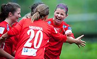 Fotball<br /> 25. Mai 2011<br /> NM 3. runde <br /> Stemmemyren<br /> Sandviken v Røa 1 - 6<br /> Siri Nordby (R) , Røa jubler for scoring. En nydelig corner som gikk rett opp i lengste kryss<br /> Foto: Astrid M. Nordhaug