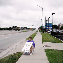 Pro-choice activist Mary Cohl demonstrating in front of Dr. George Tiller's clinic, currently closed. Wichita, KS. 2009, June 20th. Photo: Antoine Doyen
