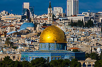 The Dome on the Rock atop the Temple Mount (Mount Mariah), the old city, Jerusalem, Israel.