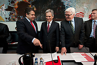 18 MAY 2010, BERLIN/GERMANY:<br /> Sigmar Gabriel (L), SPD Parteivorsitzender, Werner Faymann (M), SPOE, Bundeskanzler Oesterreich, Frank-Walter Steinmeier (R), SPD Fraktionsvorsitzender, vor Beginn der SPD Fraktionssitzung, Deutscher Bundestag<br /> IMAGE: 20100518-01-029<br /> KEYWORDS: Sitzung