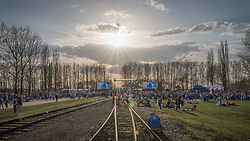 "12.04.2018, Konzentrationslager Auschwitz, Oswiecim, CHR, ""March of the living"" am Weg aus dem ehemaligen deutschen Nazi-Todeslager Auschwitz I nach Auschwitz II - Birkenau, im Bild Teilnehmer des Marsches// during the 'March of the Living' from the former German Nazi death camp Auschwitz I to Auschwitz II - Birkenau at the concentration camp in Oswiecim, CHRand on 2018/04/12. EXPA Pictures © 2018, PhotoCredit: EXPA/ Florian Schroetter"