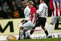 Fotball, 26. april 2003, Tippeligaen, Sogndal-Tromsø 3-1. Robbie Russell og Alexander Ødegaard, Sogndal, mot Morten Gamst Pedersen, Tromsø