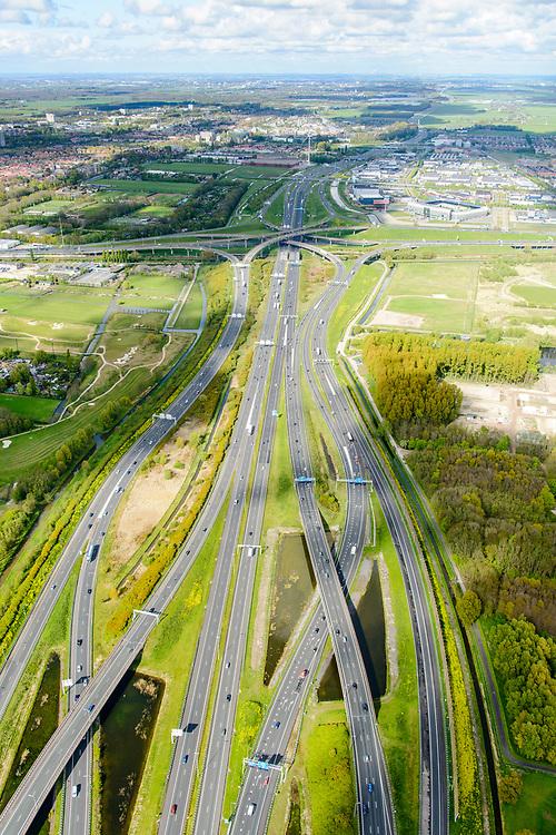 Nederland, Zuid-Holland, Gemeente Den Haag, 28-04-2017; knooppunt Prins Clausplein, kruising A12 met A4. Vlechtwerken tussen het Prins Clausplein en Knooppunt Ypenburg.<br /> <br /> Prins Claus junction.<br /> <br /> luchtfoto (toeslag op standard tarieven);<br /> aerial photo (additional fee required);<br /> copyright foto/photo Siebe Swart