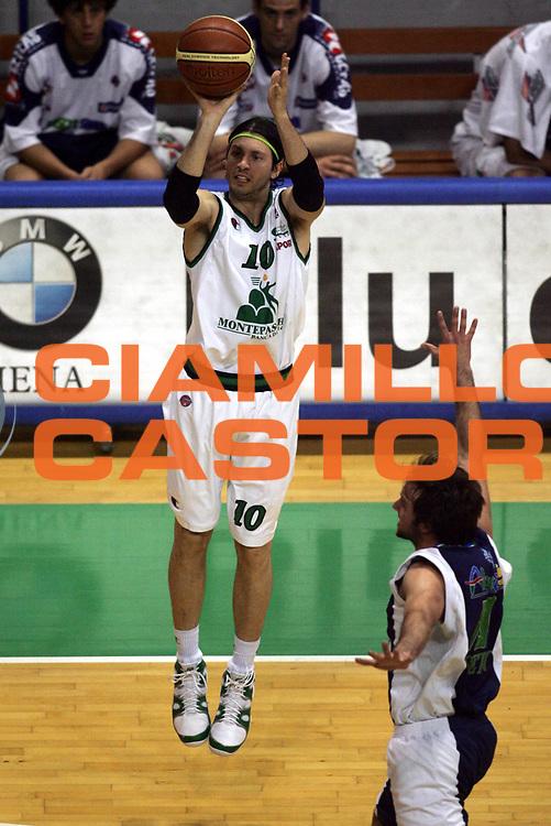 DESCRIZIONE : Siena Lega A1 2005-06 Montepaschi Siena Bt Roseto <br /> GIOCATORE : Pecile <br /> SQUADRA : Montepaschi Siena <br /> EVENTO : Campionato Lega A1 2005-2006 <br /> GARA : Montepaschi Siena Bt Roseto <br /> DATA : 11/05/2006 <br /> CATEGORIA : Tiro <br /> SPORT : Pallacanestro <br /> AUTORE : Agenzia Ciamillo-Castoria/P.Lazzeroni