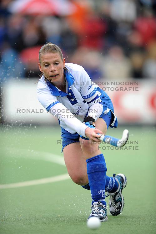 01-05-2010 HOCKEY: KAMPONG - DEN BOSCH: UTRECHT <br /> Kampong verliest de eerste wedstrijd in de play-offs met 1-0 van Den Bosch / <br /> Belle van Meer<br /> &copy;2010-WWW.FOTOHOOGENDOORN.NL