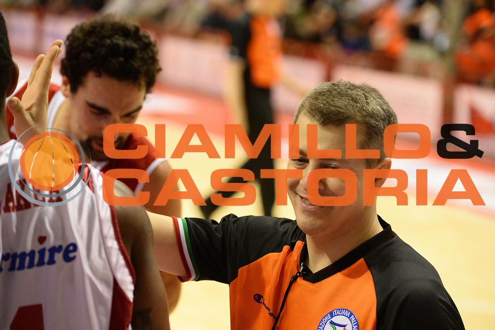 DESCRIZIONE : Pistoia Lega serie A 2013/14  Giorgio Tesi Group Pistoia Pesaro<br /> GIOCATORE : Arbitro<br /> CATEGORIA : curiosità<br /> SQUADRA : Giorgio Tesi Group Pistoia Pesaro Basket<br /> EVENTO : Campionato Lega Serie A 2013-2014<br /> GARA : Giorgio Tesi Group Pistoia Pesaro Basket<br /> DATA : 24/11/2013<br /> SPORT : Pallacanestro<br /> AUTORE : Agenzia Ciamillo-Castoria/M.Greco<br /> Galleria : Lega Seria A 2013-2014<br /> Fotonotizia : Pistoia  Lega serie A 2013/14 Giorgio  Tesi Group Pistoia Pesaro Basket<br /> Predefinita :