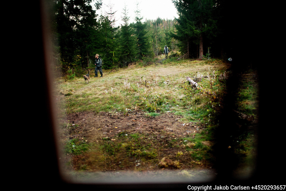 A danish family has moved deep into the Swedish woods to build their own house.