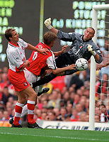 Charton Athletic goalkeeper Dean Kiely saves from Arsenal cpatain Tony Adams as defender Carl Tiler looks on. Arsenal v Charlton Athletic, 26/8/00. Credit: Colorsport / Andrew Cowie.