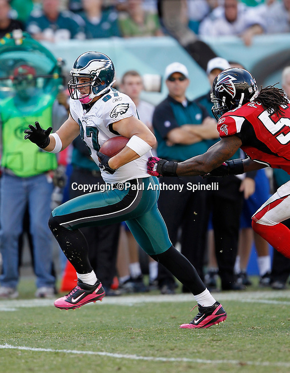 Philadelphia Eagles tight end Brent Celek (87) catches a fourth quarter pass during the NFL week 6 football game against the Atlanta Falcons on Sunday, October 17, 2010 in Philadelphia, Pennsylvania. The Eagles won the game 31-17. (©Paul Anthony Spinelli)