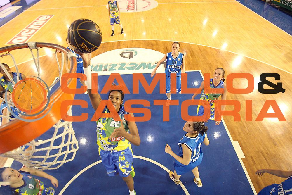 DESCRIZIONE : Parma All Star Game 2011 Donne Torneo Ocme Lega A1 Femminile 2010-11 FIP<br /> GIOCATORE : Tiffany Stansbury<br /> SQUADRA : Nazionale Italia Donne Ocme All Stars<br /> EVENTO : All Star Game FIP Lega A1 Femminile 2010-2011<br /> GARA : Ocme All Stars Italia<br /> DATA : 16/02/2011<br /> CATEGORIA : tiro special<br /> SPORT : Pallacanestro<br /> AUTORE : Agenzia Ciamillo-Castoria/C.De Massis<br /> Galleria : Lega Basket Femminile 2010-2011<br /> Fotonotizia : Parma All Star Game 2011 Donne Torneo Ocme Lega A1 Femminile 2010-11 FIP <br /> Predefinita :