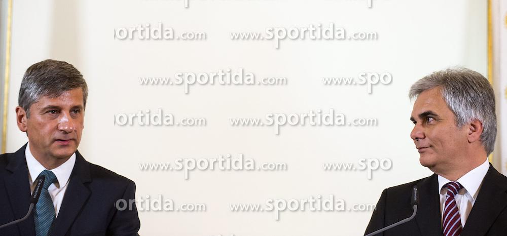 15.10.2013, Bundeskanzleramt, Wien, AUT, Bundesregierung, Pressefoyer nach Sitzung des Ministerrats, im Bild v.l.n.r. Vizekanzler und Bundesminister <br /> fuer europaeische und internationale Angelegenheiten Michael Spindelegger OeVP und Bundeskanzler Werner Faymann SPOe // f.l.t.r. Vice chancellor and Minister of Foreign Affairs Michael Spindelegger OeVP and Federal Chancellor Werner Faymann SPOe during press foyer after council of ministers, Chancellors Office, Vienna, Austria on 2013/10/15, EXPA Pictures © 2013, PhotoCredit: EXPA/ Michael Gruber