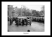Seán South var medlem av IRA på midten av 1900 tallet, og døde under et angrep på brakker.tilhørende Royal Ulster Constabulary (Nord-Irlands politistyrke) på nyttårsaften i 1956. 4.januar blir han begravet. På bildet ser man at hundrevis møtte opp for å hedre ham.