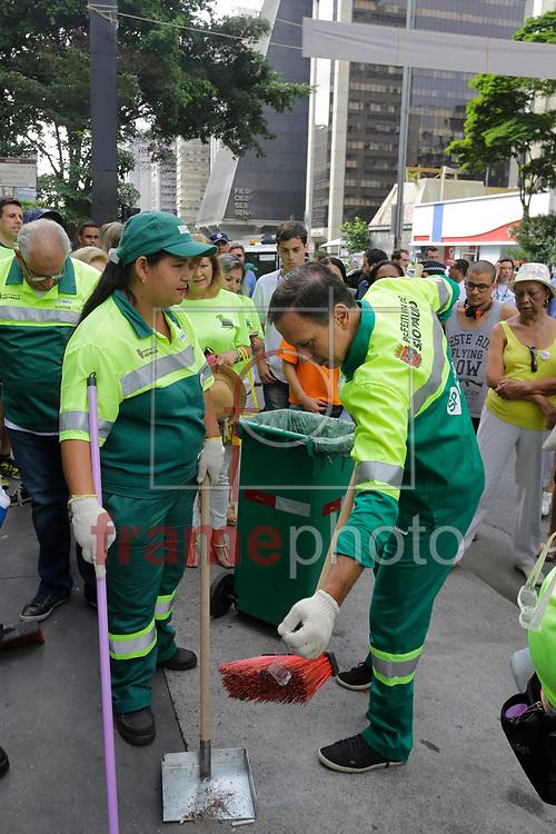 O prefeito Joao Doria participa da operacao cidade linda, de limpeza e zeladoria urbana, na avenida paulista durante a manha deste sabado. Foto: Nelson Antoine/FramePhoto