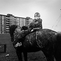 [Dublin, Ireland].   Boy on a horse in Ballymun Flats..12.08.00...-NUR DIGITAL ONLY; 48MB..Copyright:  Cathy Loughran/Bilderberg.