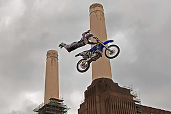 13.08.2010, Battersea Power Station, London, ENG, Red Bull X Fighters, im Bild Mike Mason (USA) in action during a training session for the London stage of The Red Bull X-Fighters freestlye Motorcycle Cross Tournament. EXPA Pictures © 2010, PhotoCredit: EXPA/ M. Gunn