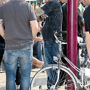 NLD/Amsterdam/20110430 - Koninginnedagconcert Radio 538, ben Saunders en een fles Jack Daniels wiskey