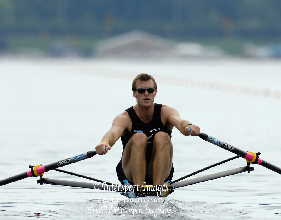 Poznan, POLAND.  2006, FISA, Rowing, World Cup, NZL M1X, Mahe DRYSDALE, moves  away from  the  start, on the Malta  Lake. Regatta Course, Poznan, Thurs. 15.05.2006. © Peter Spurrier   .[Mandatory Credit Peter Spurrier/ Intersport Images] Rowing Course:Malta Rowing Course, Poznan, POLAND