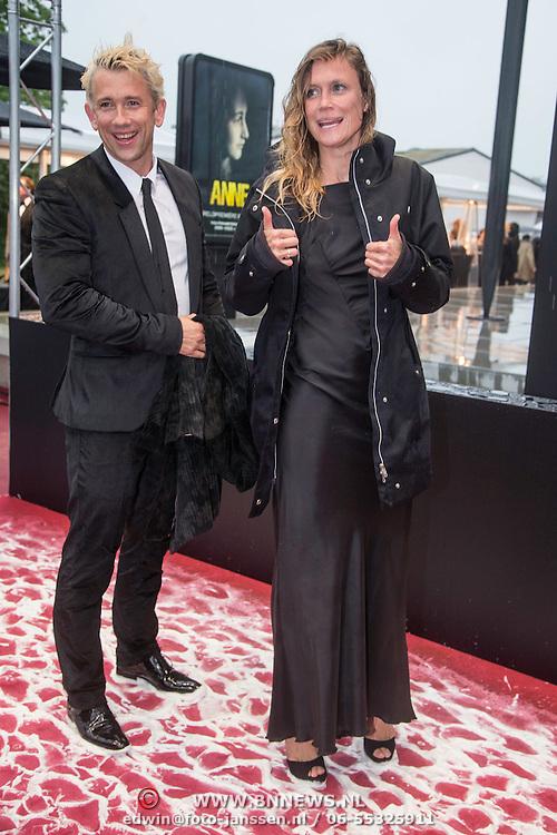 NLD/Amsterdam/20140508 - Wereldpremiere Musical Anne, Waldermar Torenstra en partner Sophie Hilbrand