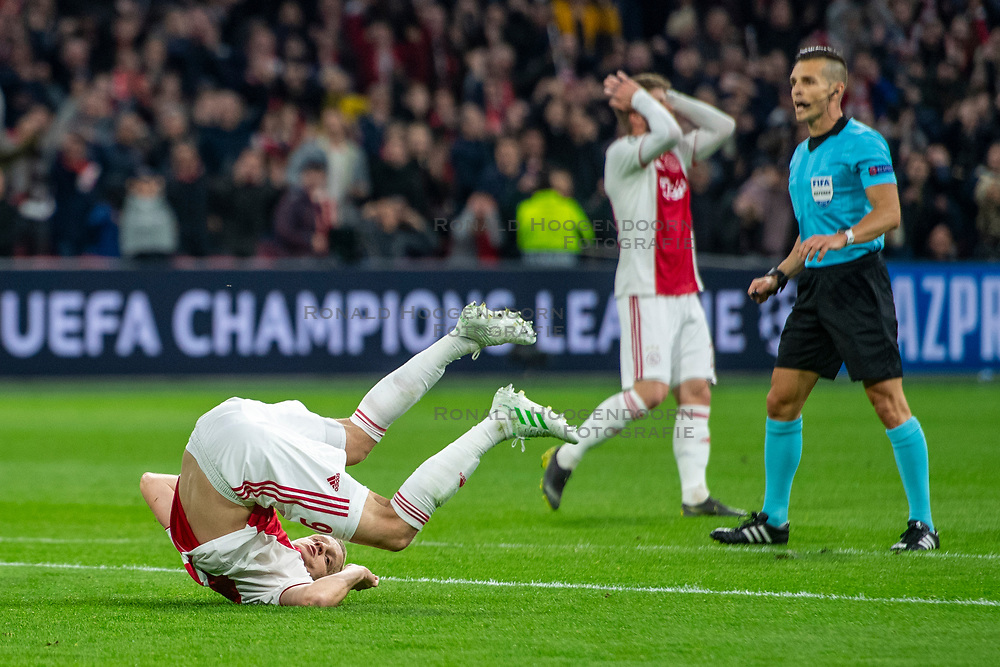 10-04-2019 NED: Champions League AFC Ajax - Juventus,  Amsterdam<br /> Round of 8, 1st leg / Ajax plays the first match 1-1 against Juventus during the UEFA Champions League first leg quarter-final football match / First great change for Donny van de Beek #6 of Ajax