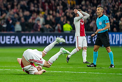 10-04-2019 NED: Champions League AFC Ajax - Juventus,  Amsterdam<br /> Round of 8, 1st leg / Ajax plays the first match 1-1 against Juventus during the UEFA Champions League first leg quarter-final football match / First great change for Donny van de Beek #6 of Ajax