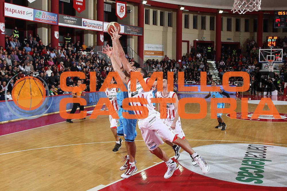 DESCRIZIONE : Teramo Lega A 2009-10 Bancatercas Teramo Vanoli Cremona<br /> GIOCATORE : Gianluca Lulli<br /> SQUADRA : Bancatercas Teramo <br /> EVENTO : Campionato Lega A 2009-2010 <br /> GARA : Bancatercas Teramo Vanoli Cremona<br /> DATA : 10/01/2010<br /> CATEGORIA : difesa<br /> SPORT : Pallacanestro <br /> AUTORE : Agenzia Ciamillo-Castoria/C.De Massis<br /> Galleria : Lega Basket A 2009-2010 <br /> Fotonotizia : Teramo Lega A 2009-10 Basket Bancatercas Teramo Vanoli Cremona<br /> Predefinita :