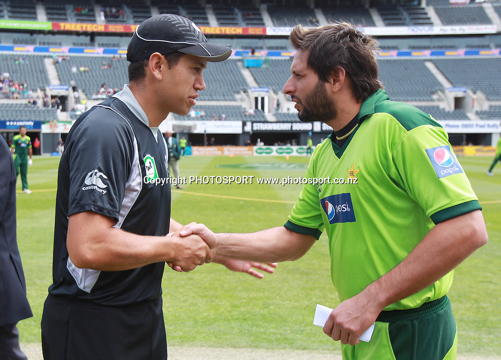 Captain's Ross Taylor and Shahid Afridi shake hands at the coin toss during the 3rd ODI, Black Caps v Pakistan, One Day International Cricket. AMI Stadium, Christchurch, New Zealand. Saturday 29  January 2011. Photo: Andrew Cornaga/photosport.co.nz
