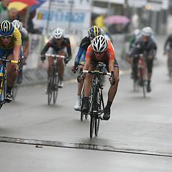 De spurt om de tweede plaats werd gewonnen door Marianne Vos voor Kirsten WIld.