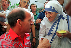 South Africa's Clive Rice (l) meets Mother Theresa of Calcutta