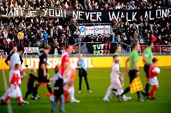 08-11-2009 VOETBAL: FC UTRECHT - HEERENVEEN: UTRECHT<br /> Utrecht verliest met 3-2 van Heerenveen / Publiek vlag banner met Jantje you'll never walk alone<br /> ©2009-WWW.FOTOHOOGENDOORN.NL