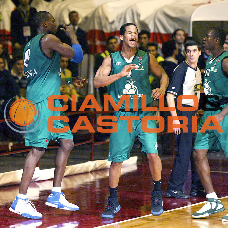 DESCRIZIONE : Milano Lega A1 2006-07 Armani Jeans Milano Montepaschi Siena<br /> GIOCATORE : Eze Forte Sato<br /> SQUADRA : Montepaschi Siena<br /> EVENTO : Campionato Lega A1 2006-2007 <br /> GARA : Armani Jeans Milano Montepaschi Siena<br /> DATA : 07/01/2007 <br /> CATEGORIA : Esultanza<br /> SPORT : Pallacanestro <br /> AUTORE : Agenzia Ciamillo-Castoria/G.Cottini<br /> Galleria : Lega Basket A1 2006-2007 <br /> Fotonotizia : Milano Campionato Italiano Lega A1 2006-2007 Armani Jeans Milano Montepaschi Siena<br /> Predefinita :