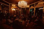 Hong Kong. party at Harilela indian palace, (Indian  tycoon) for the departure of Djaoui family from Cartier      /  soiree chez les millairdaires indiens Harilela . George et Chandra Harilela (miliardaires indiens du sind),      pour le depart de la famille Djaoui (cartier)   /  R00226/    L3005  /  R00226  /  P0005027