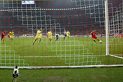 22.11.2011, Allianz Arena, Muenchen, UEFA CL, Gruppe A, GER, FC Bayern Muenchen (GER) vs FC Villarreal (ESP), im Bild Torschuss zum 3-1 durch Franck Ribery (Bayern #7)  //during the football match of UEFA Champions league, group a, between  FC Bayern Muenchen (GER)  vs.  FC Villarreal  (ESP) Gruppe A, on 2011/11/22 at Allianz Arena, Munich, Germany. EXPA Pictures © 2011, PhotoCredit: EXPA/ nph/ Straubmeier..***** ATTENTION - OUT OF GER, CRO *****